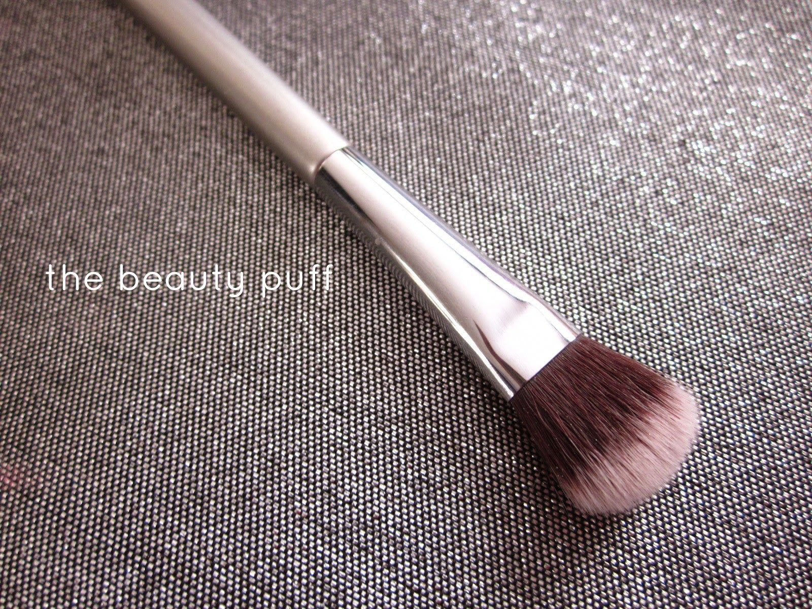 It Cosmetics x ULTA Airbrush All-Over Shadow Brush #119 by IT Cosmetics #5