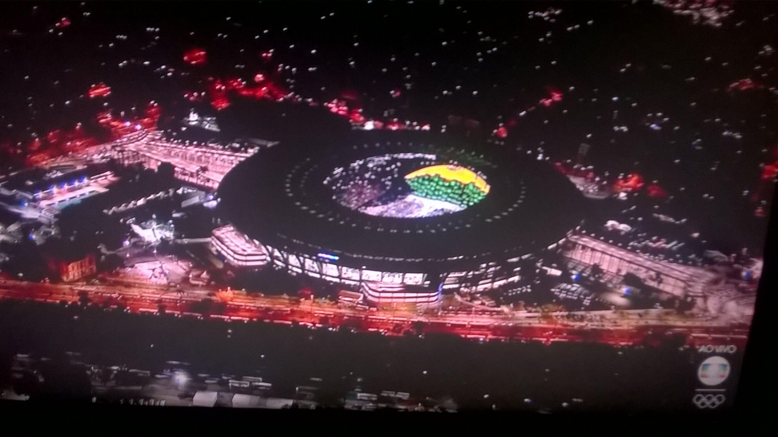Maracanã verde amarelo anunciando a entrada do Brasil.  #olimpiadasRJ2016