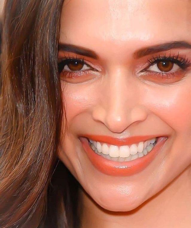 Deepika Padukone dimple queen | Deepika padukone style ...