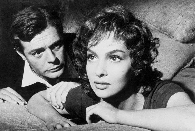 Ne La legge, firmato dal regista americano Jules Dassin, la Lollobrigida recita accanto al grande divo Marcello Mastroianni.