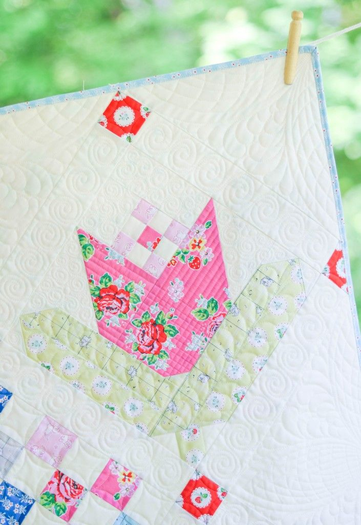 Tulips for Oma quilt block in hot pink - LOVE! Fabric: Strawberry Biscuit designed by Elea Lutz for Penny Rose Fabrics #ilovepennyrose #fabricismyfun