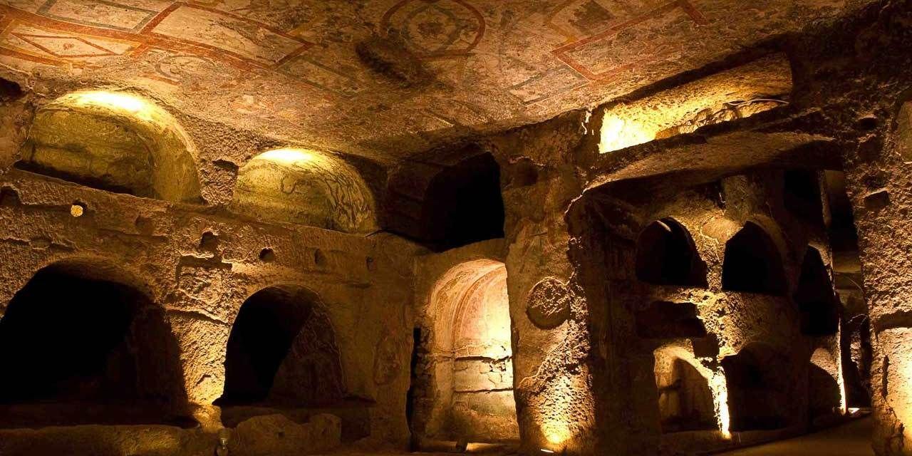 Le Catacombe di Napoli sotto il Rione Sanità | Catacombe, Napoli, Luoghi
