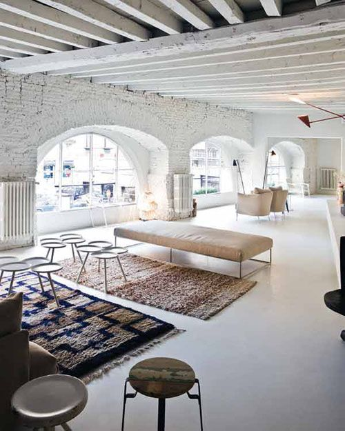 A gorgeous italian loft with whitewashed brick walls and for Salon open space