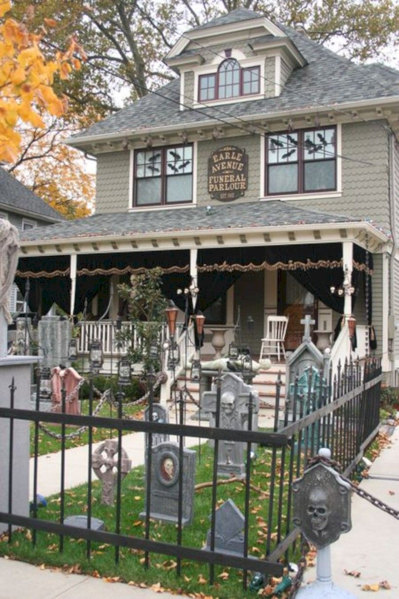 42 Scary Halloween Haunted House Decoration Ideas - halloween house decoration
