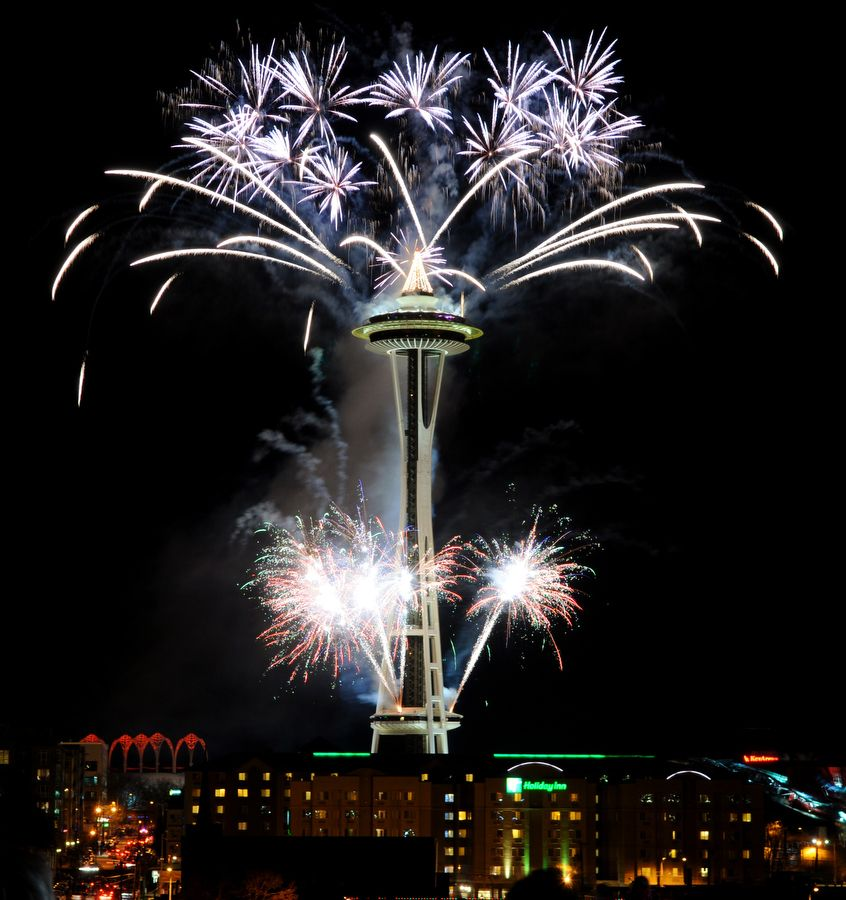 Happy New Year fireworks at the Needle | New years eve ...