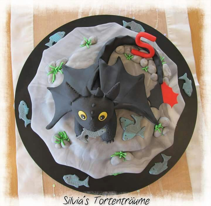 silvia 39 s tortentr ume ohnezahn ohne zahn dragons geburtstag kinder motivtorte fondant rezept. Black Bedroom Furniture Sets. Home Design Ideas