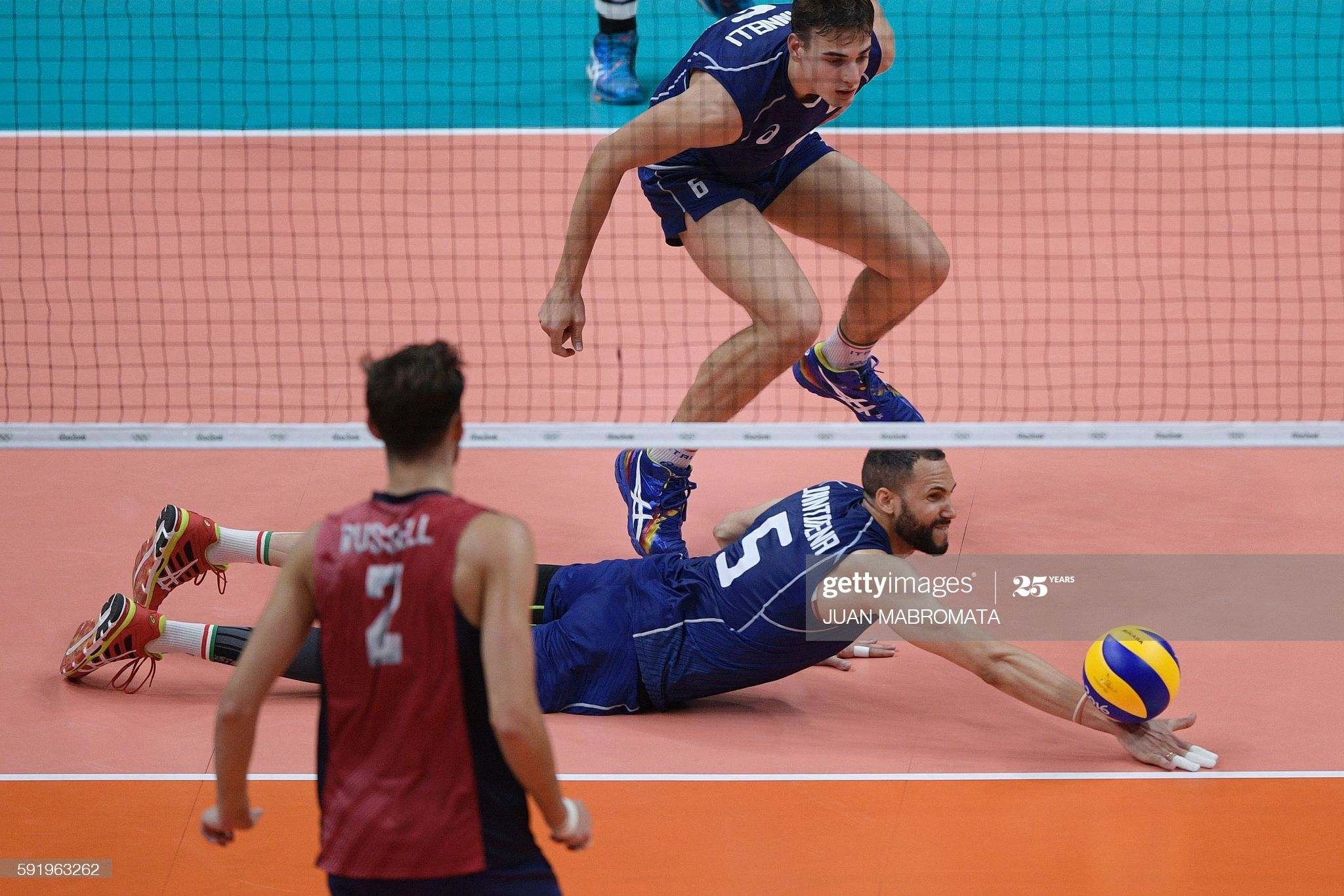 Italy S Osmany Juantorena Dives To Save The Ball During The Men S In 2020 Olympic Games Volleyball Rio Olympics 2016