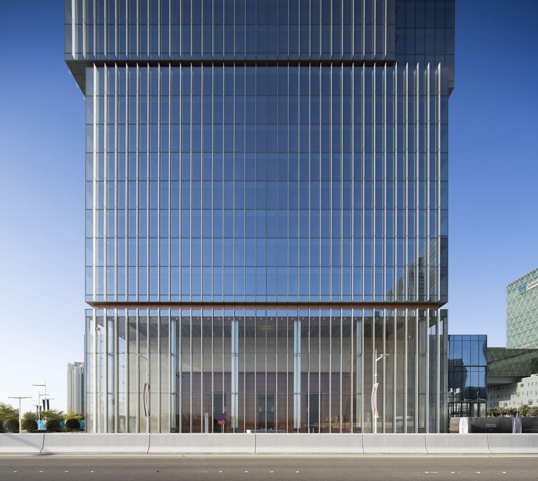 Gallery of al hilal bank office tower goettsch partners for Modern bank building design