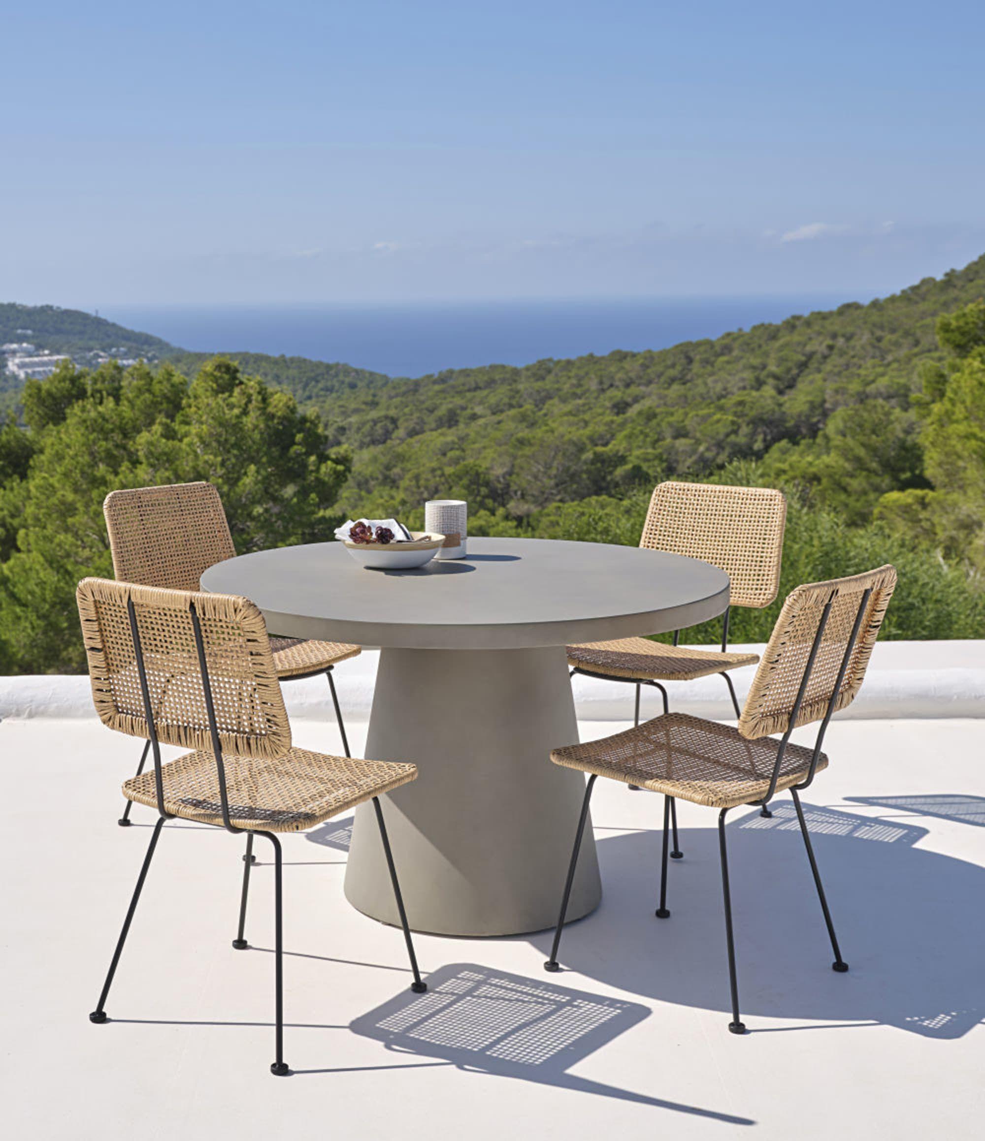 Round Matte Concrete 5 6 Seater Garden Table D120 Maisons Du Monde Betontisch Schwarzes Metall Gartentisch