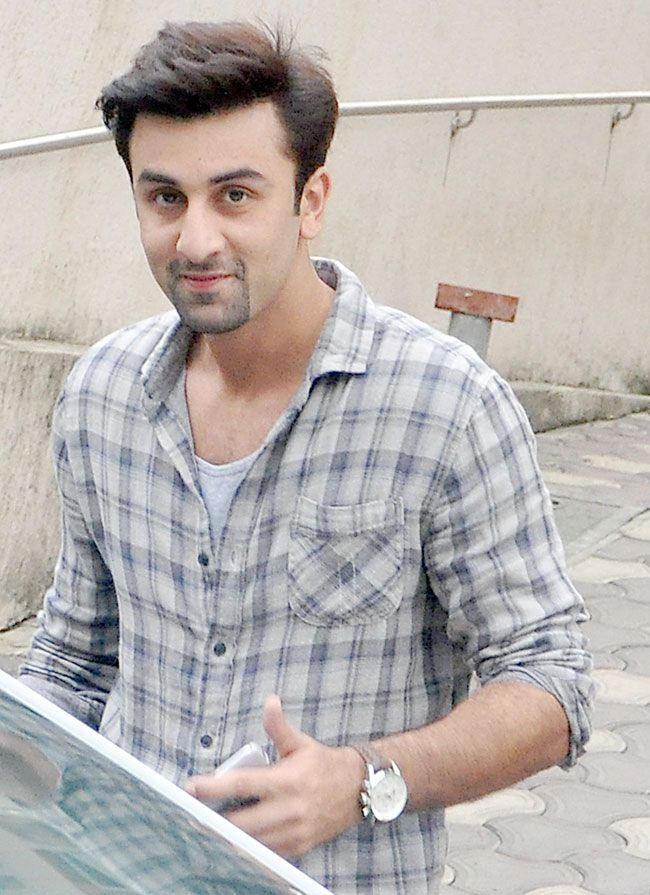 ranbir kapoor spotted in bandra bollywood fashion style
