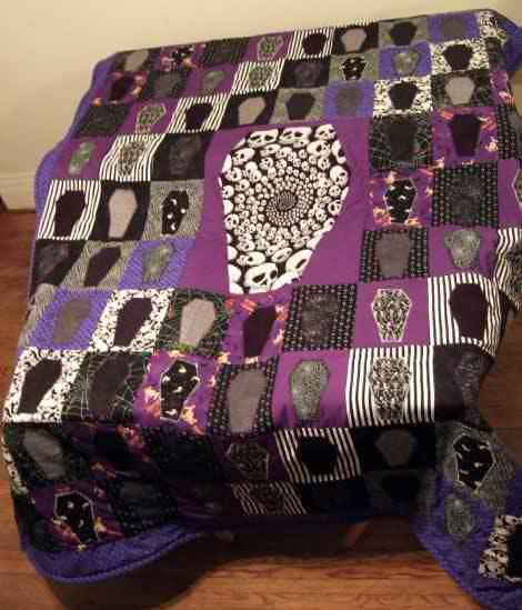 Coffin Quilt M Will You Quilt Just Once So I Can Have One Of These Halloween Sewing Halloween Quilt Patterns Quilts