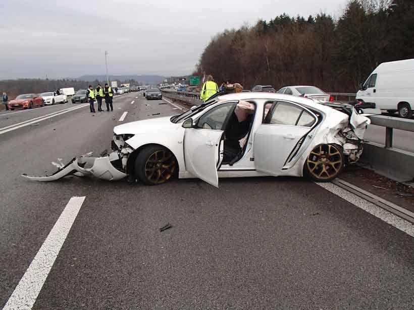 Schweiz Mazedonier Ohne Fuhrerschein Unterwegs Unfall Auf A1