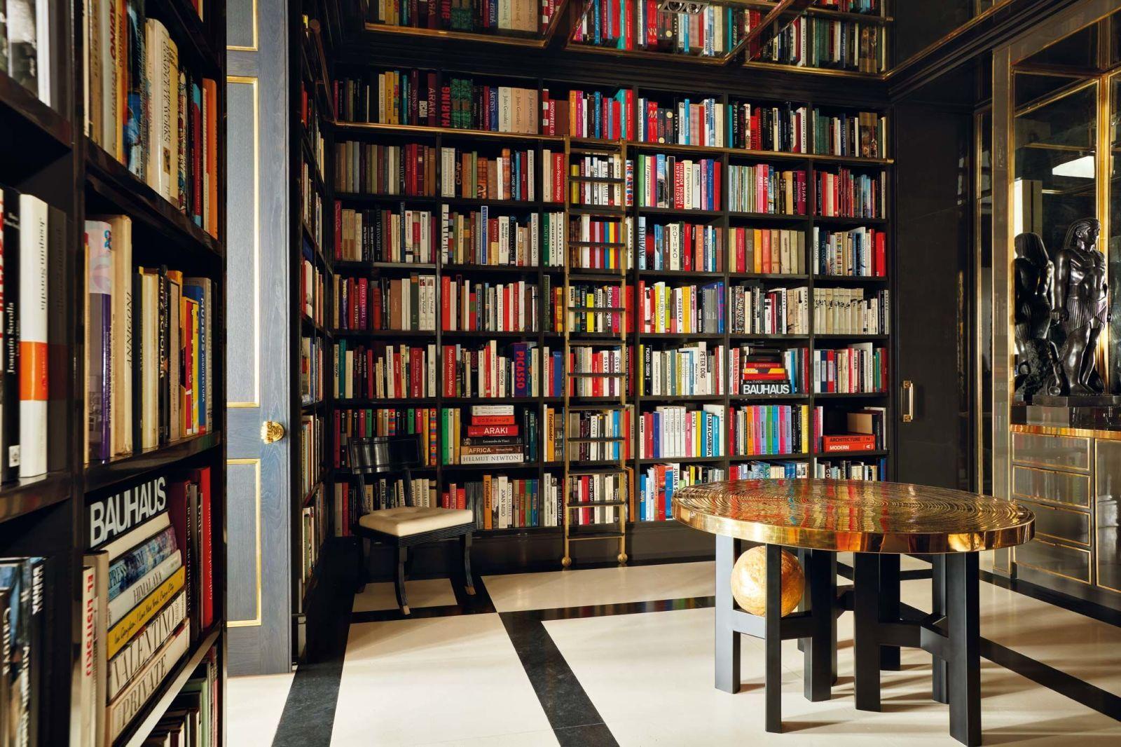 Aquí vive luis bustamante uno de los top del interiorismo rodeado de una colección