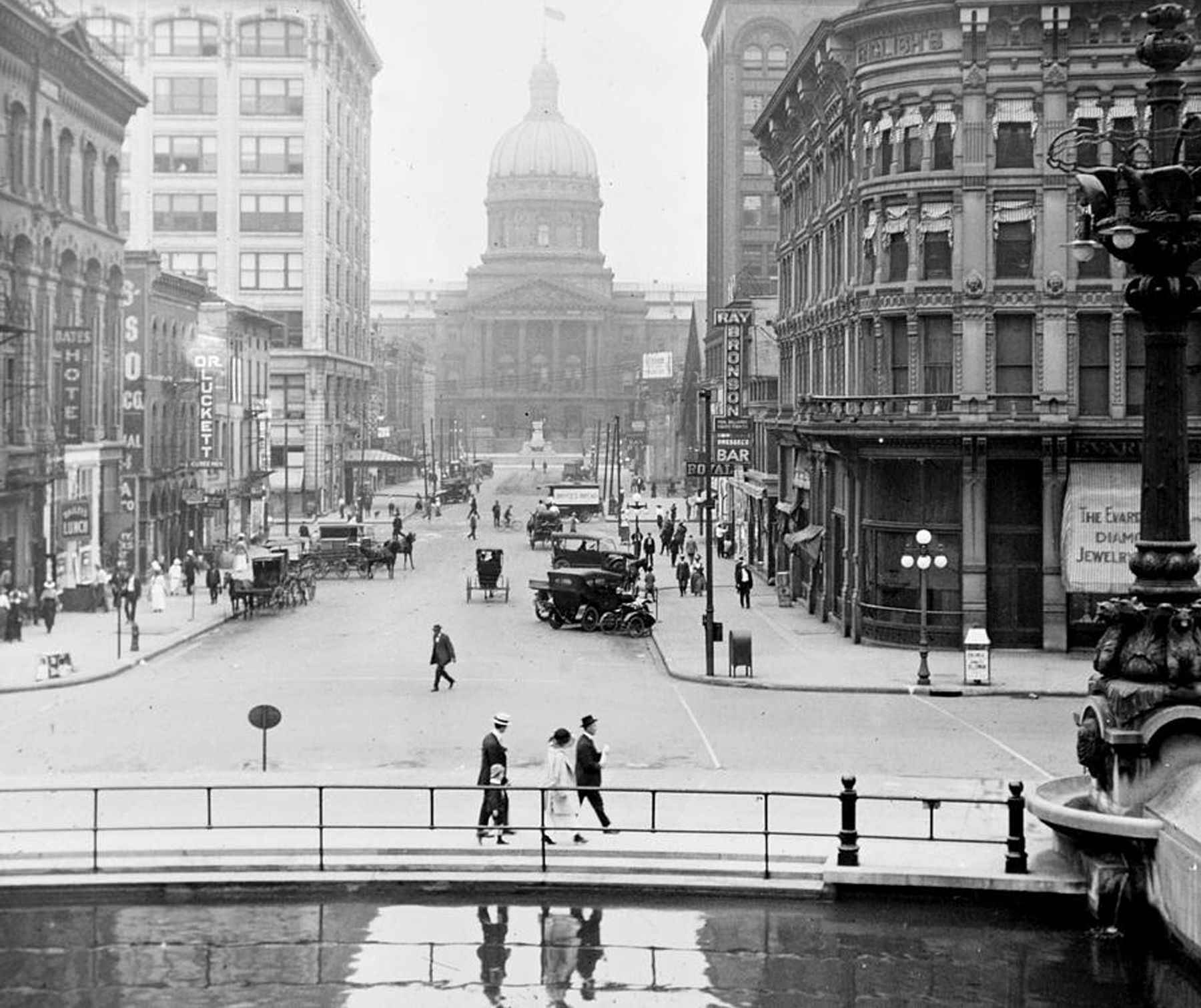 1915 View Of Wet Market Street Taken From Monument Circlre