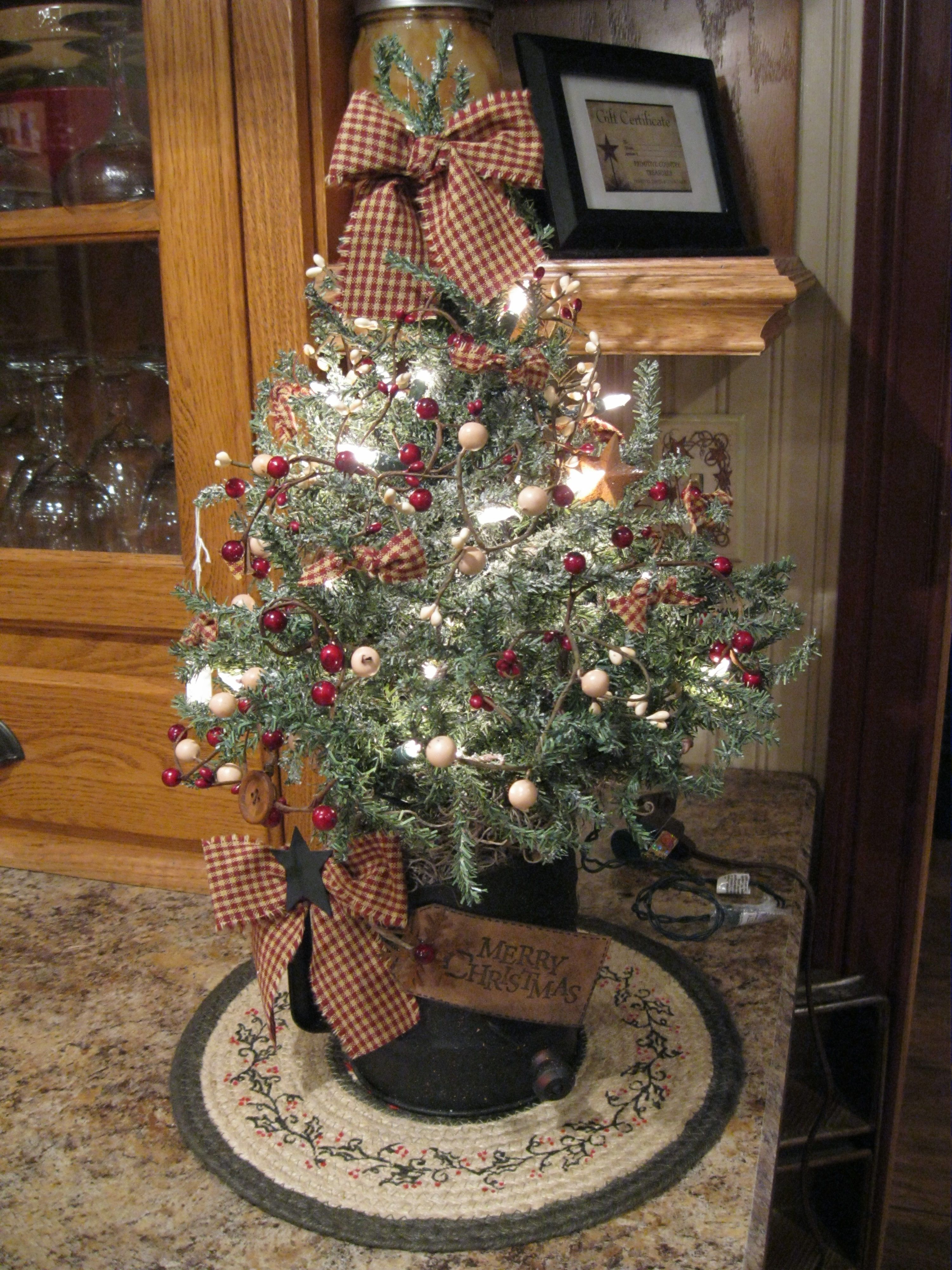 country christmas tree decorating pinterest country christmas trees christmas tree and. Black Bedroom Furniture Sets. Home Design Ideas