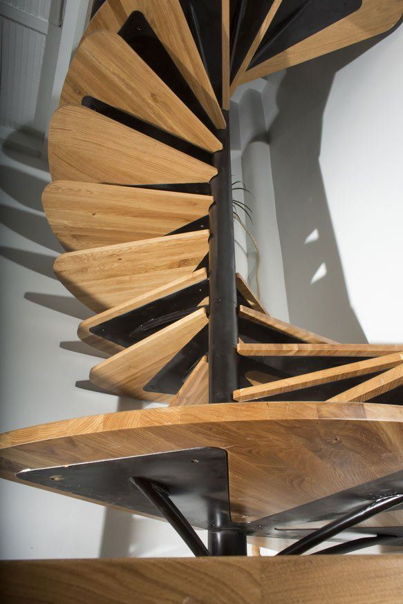Best Unconventional Yet Elegant Spiralling Oak Staircase By 400 x 300