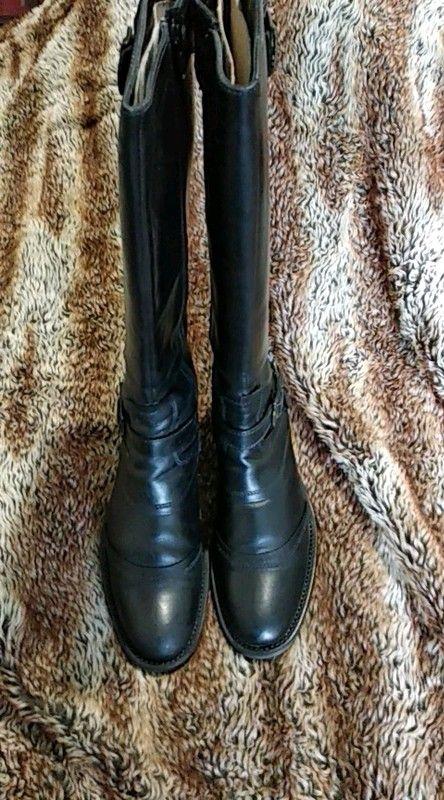 d453a5415e3 Superbes bottes noires En cuire Taille 40 Convient à un mollet un peu large  40 cm