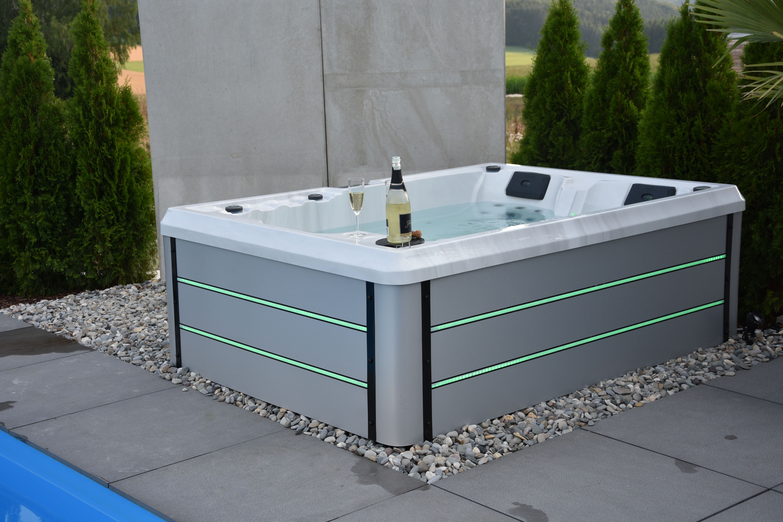 Aktionsmodell Aida Riva Smartrelax Whirlpool 2 3 Pers In 2020 Dachterrasse Whirlpool Aussenwhirlpool