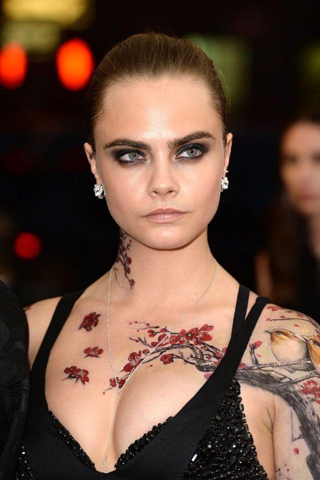 Cara Delevingne adopte des tatouages éphémères au gala du MET 2015 | Glamour