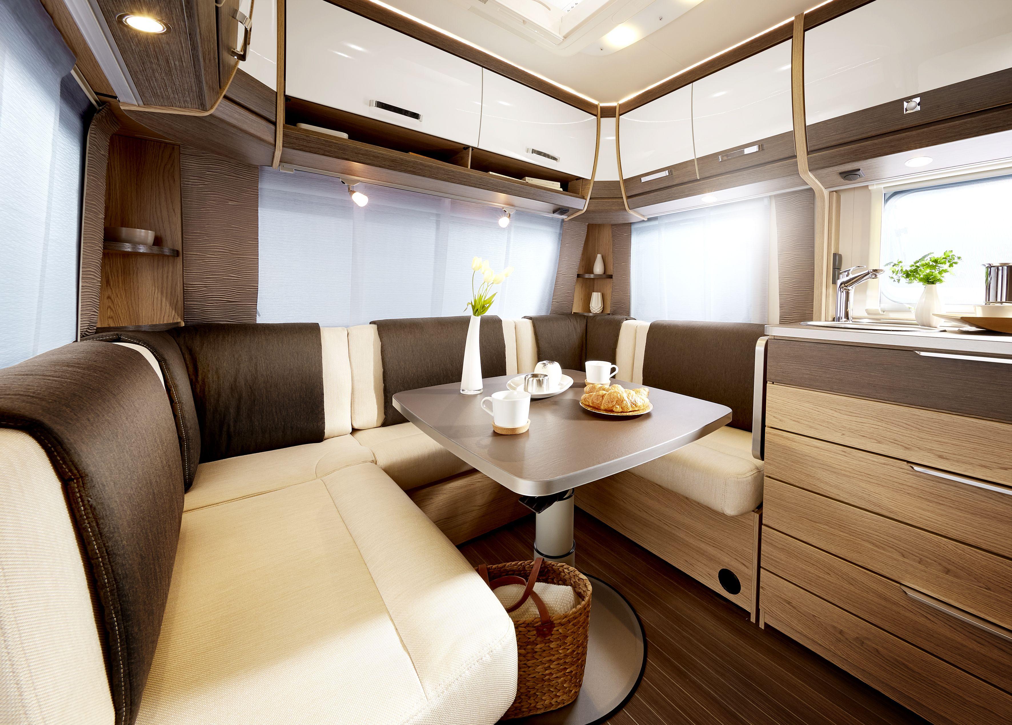 Luxe interieur. Kamperen met caravan.   Kamperen met nieuwe caravan ...