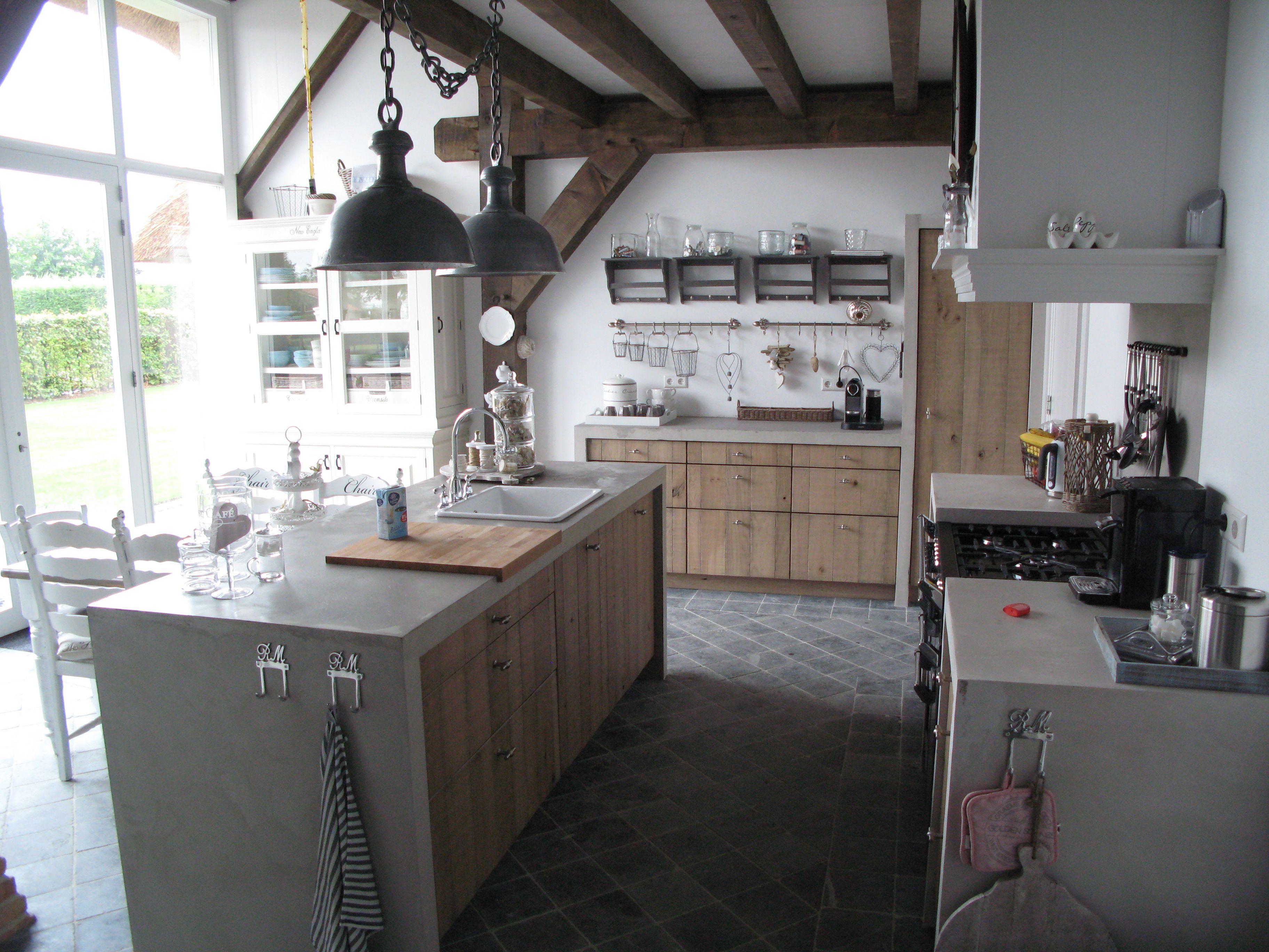 Massief eiken keuken front oud gemaakt en lintzaageffect