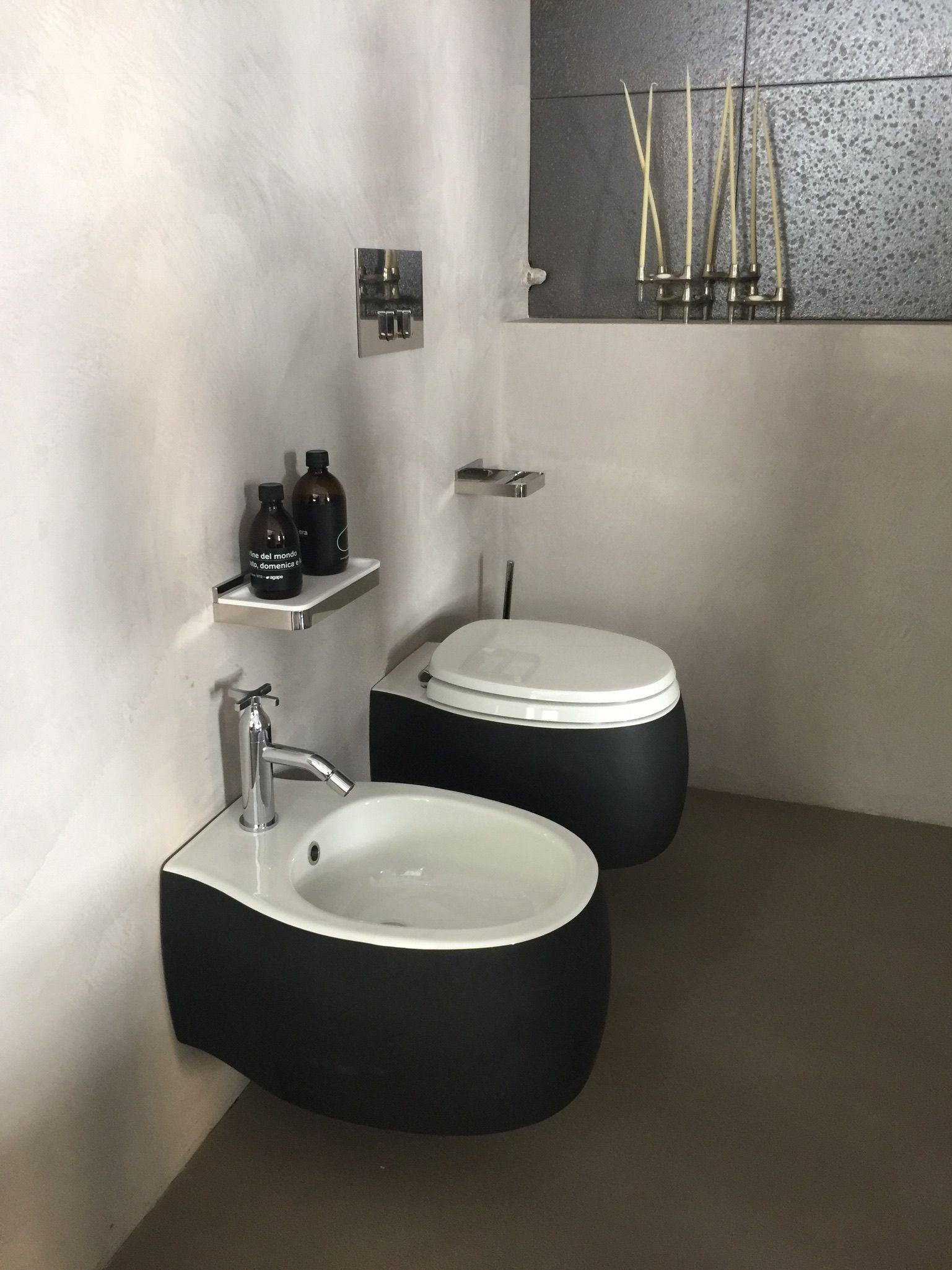 Stark Modern Contrast Black Toilet And Grey Floor Tile L Bathroom Gaste Wc