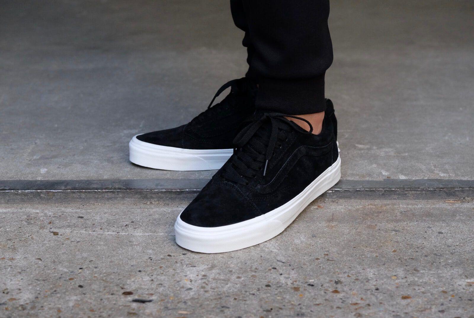 90 Vans Old Skool Pig Suede Black Blanc De Blanc Vn0a38g1jpx Mens Vans Shoes Black Vans Shoes Sneakers Outfit Men
