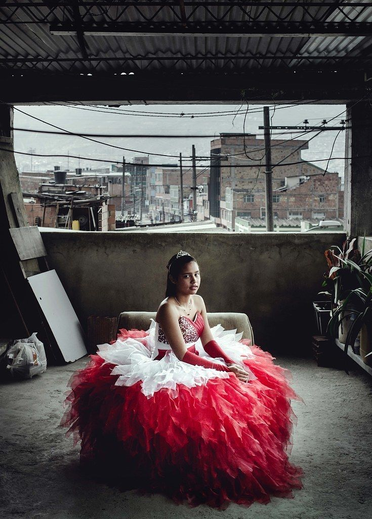 46f244f74e This Photographer Shows The Sacrifices Families Make For A Quinceañera