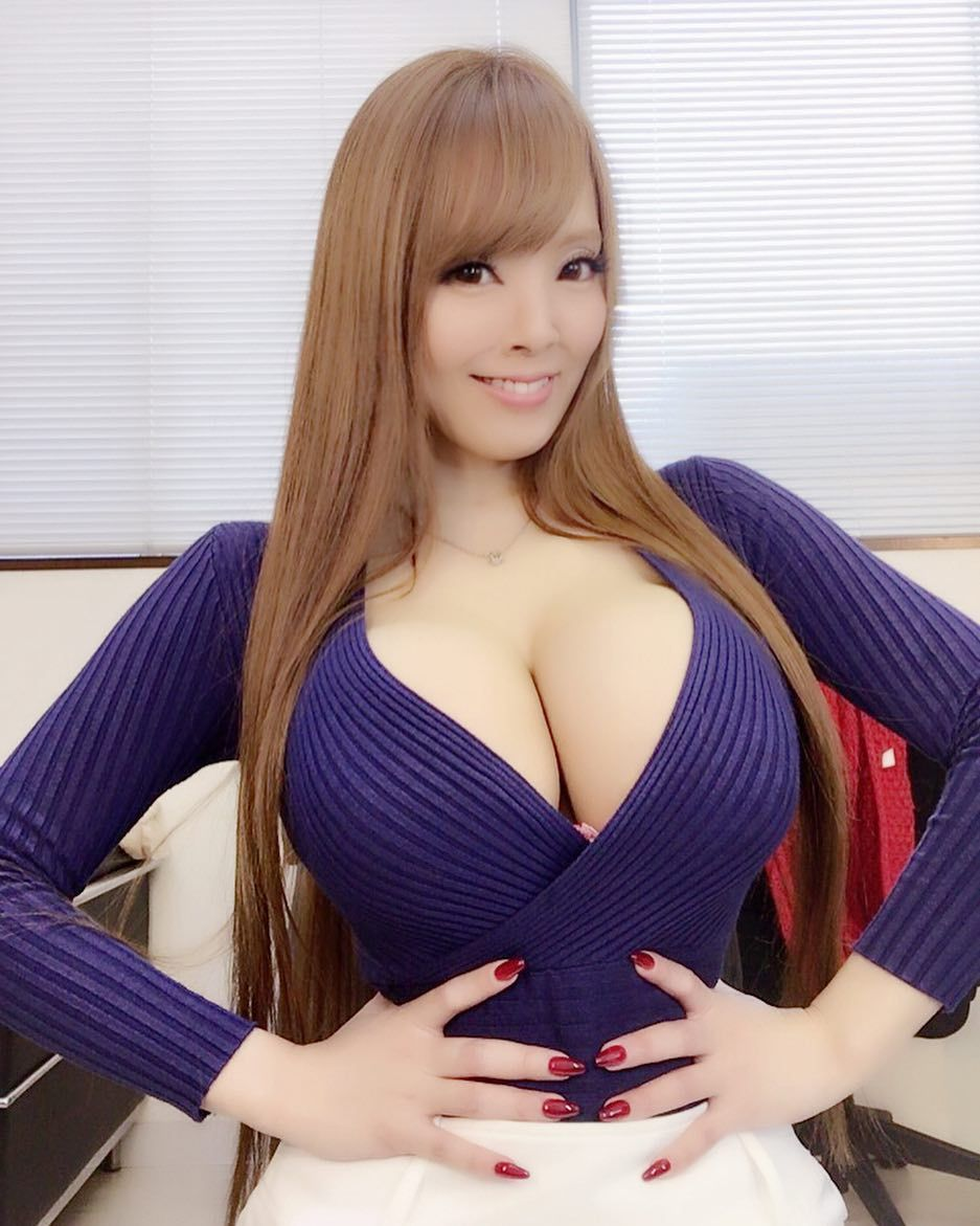 Pin Op Hitomi Tanaka