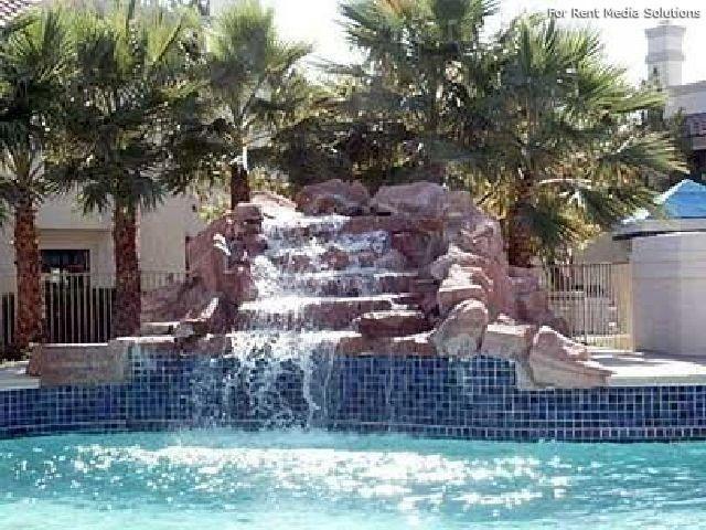 cascada con rocas artificiales piscinas Pinterest Las Vegas