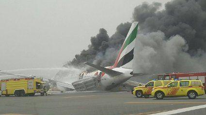 Un avión sufrió un aterrizaje violento en el principal aeropuerto de Dubai y todos los pasajeros y tripulantes fueron evacuados de forma segura
