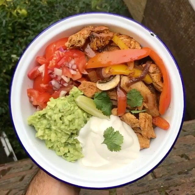 Hold Tight For This Banging Low Carb Chicken Fajita Bowl This Is Great For A Lunch Bo Chicken Fajita Bowl Easy Chicken Dinner Recipes Fajita Bowl Recipe
