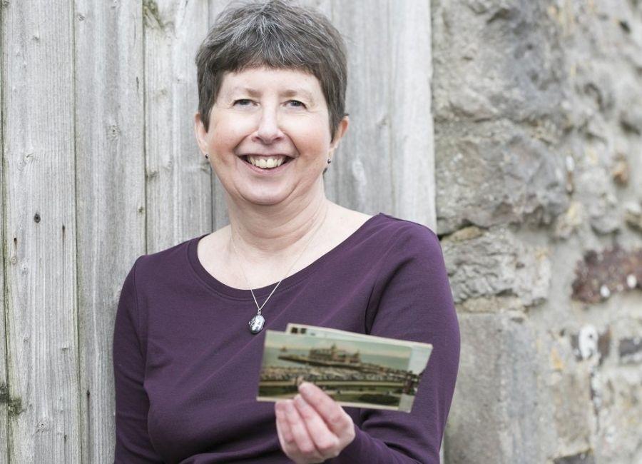 Les collectionneurs de cartes postales anciennes aident des inconnus à découvrir de précieux ...