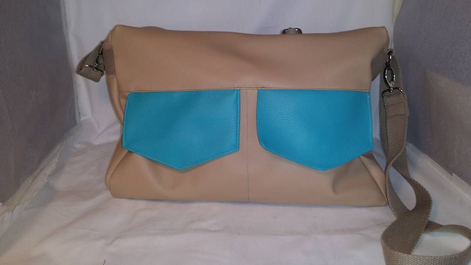 Besace Zip-Zip cousue par Au fil de Loh en simili camel et simili turquoise - patron couture Sacôtin