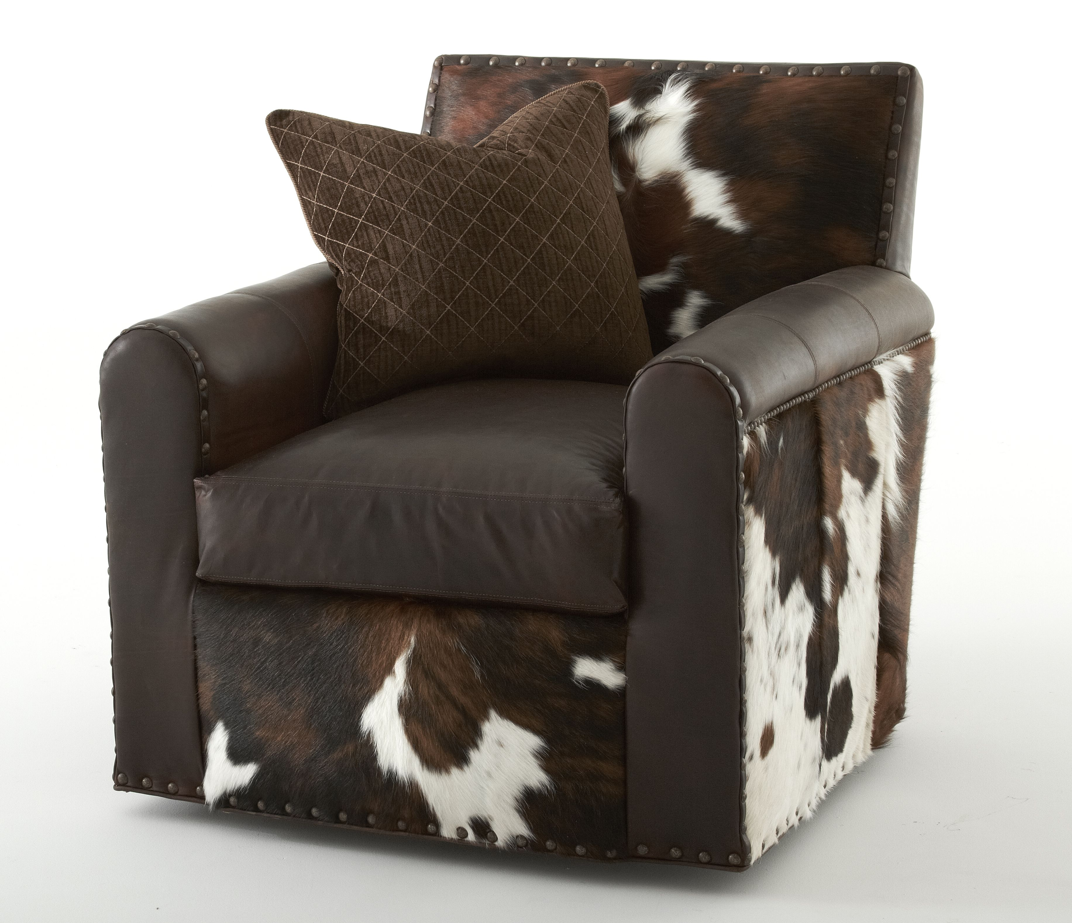 STYLE L963 CHAIR IN COWBOY COCOA Right This Rustic Swivel Chair Is Shown In Pull Up
