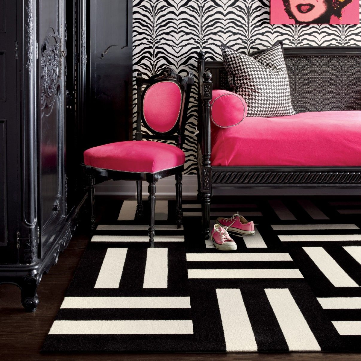 Pink And Black Bedroom Decor Pink And Black Bedrooms Purple Bedroom Wall Black Wooden Bed