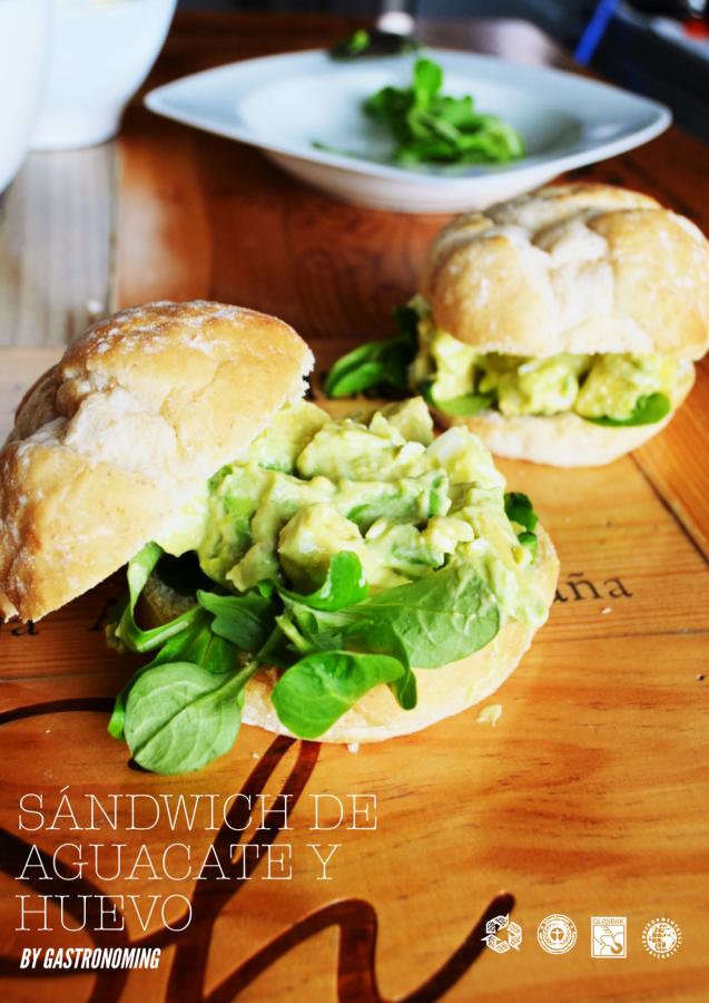 Sándwich de aguacate y huevo