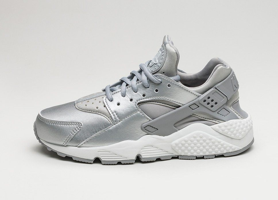 ff09e313916ad2 ... Nike Wmns Air Huarache Run SE (Metallic Silver   Matte Silver)  lpu ...