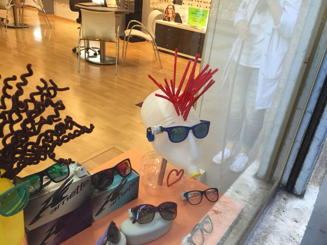 Maniquí optica Teruel gafas handmade reciclado