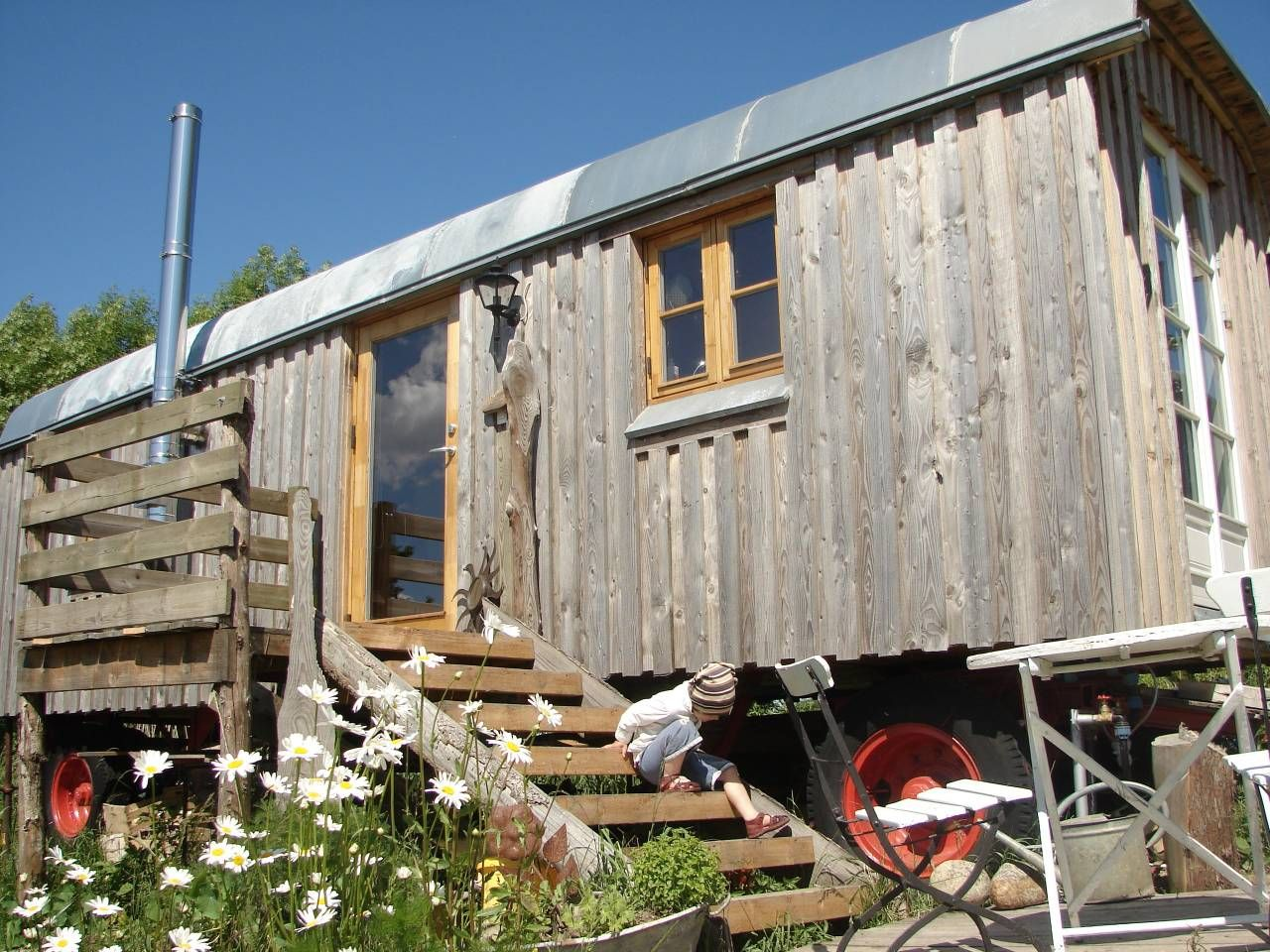 The Wagon In Blacksmith Garden Tiny Houses For Rent In