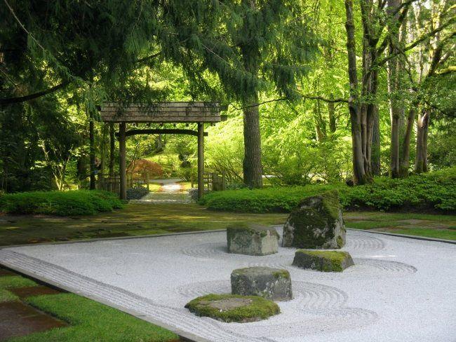 Zen Garten Anlegen Steine Moos Bedeckt Sand Wellenformen