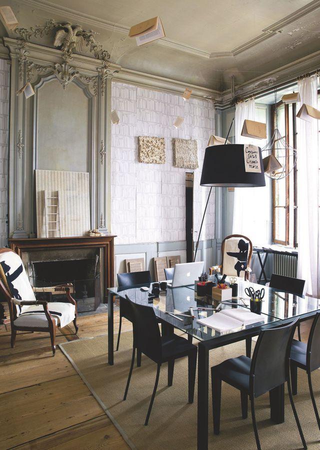 Rénovation d'un château en Lausanne par Jorge Canete | Fauteuil bureau design, Decoration salon ...