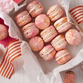 pink marbled french macarons backen cookies macaron cookies und macarons. Black Bedroom Furniture Sets. Home Design Ideas