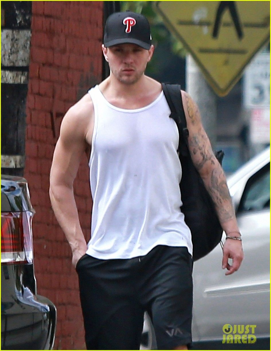 Ryan Philippe in wifebeater | Wifebeater | Pinterest
