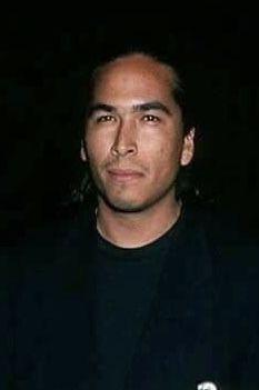 Pin By Moni De Souza On Eric Schweig And Rodney Grant Native American Actors Native American Men Eric Schweig Eric schweig (născut pe ray dean thrasher la 19 iunie 1967) este un actor canadian cunoscut mai ales pentru rolul său de fiul lui. pin by moni de souza on eric schweig
