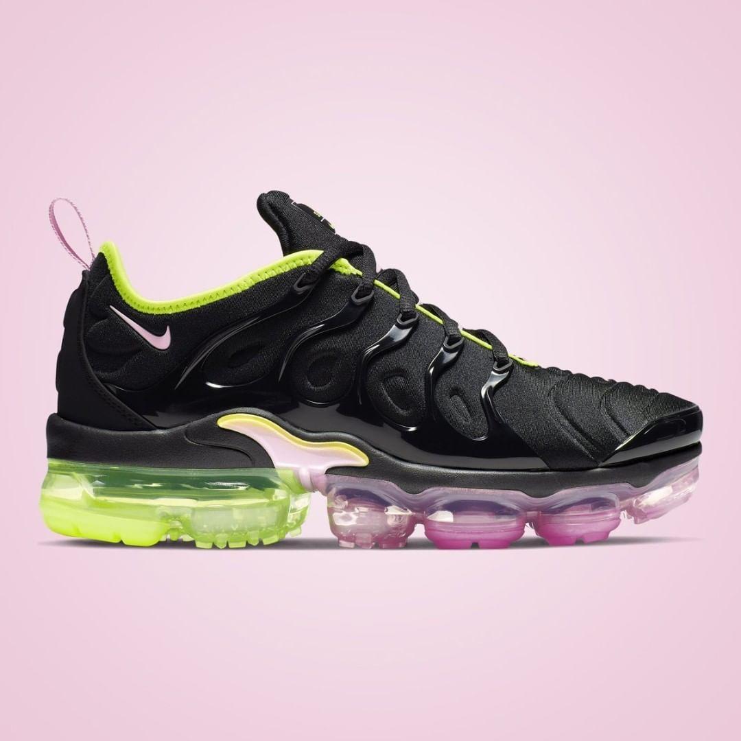 The Nike Vapormax Plus Pink Rise / Neon