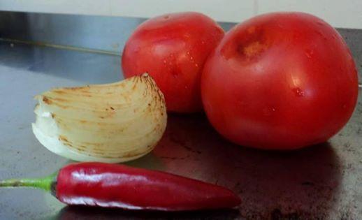 preparando salsa roja