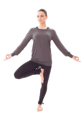 Bamboo Easy Long Sleeve T In Ash Grey Yoga And Pilates Clothes From