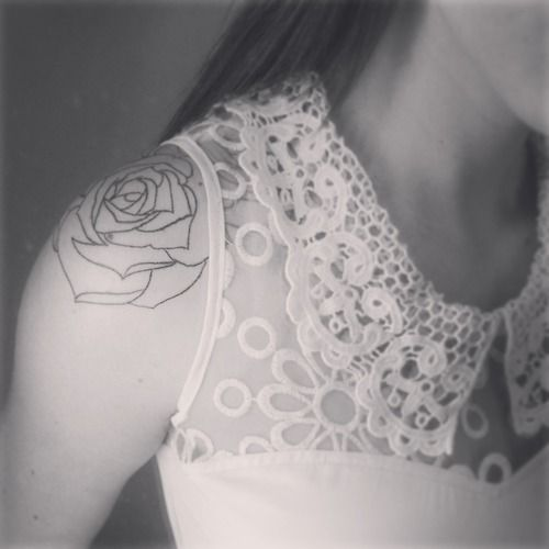 Outline Shoulder Rose Tattooi Would Color In With My Lady Bug On