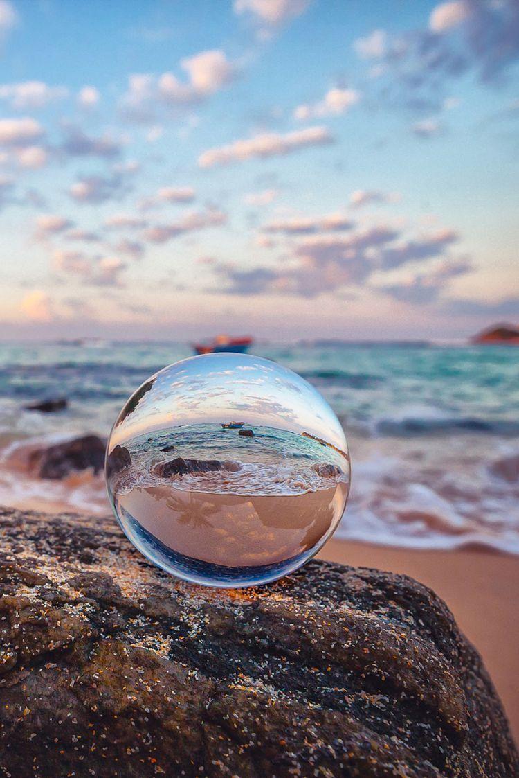 Wunderschone Glaskugel Reflection Photography Nature Photography Amazing Photography Wallpaper glass ball beach sand wave